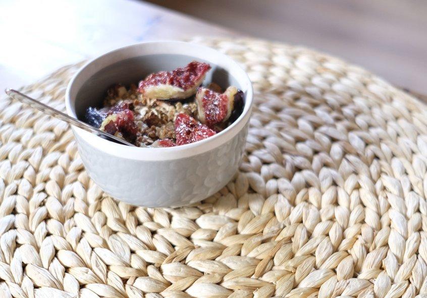 bowl de granola e higos