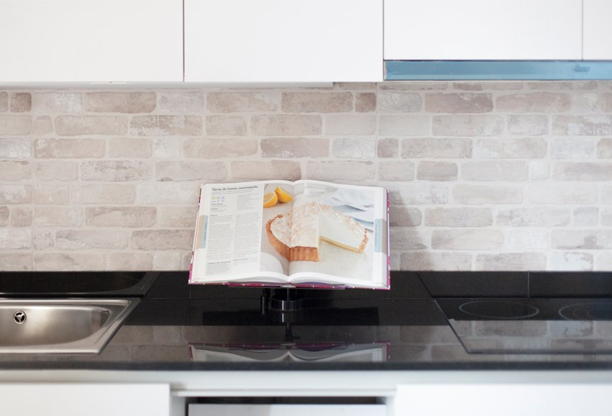 cocina con libro abierto