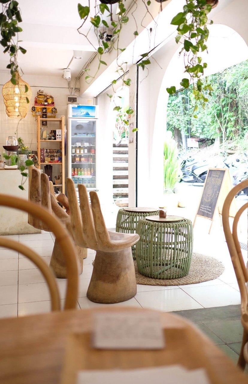 sillas en cafetería