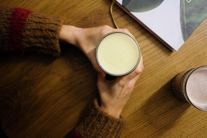 taza de bebida caliente