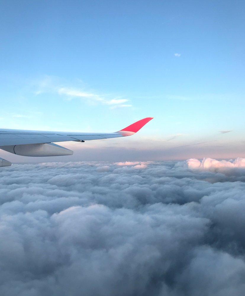 nubes y avión