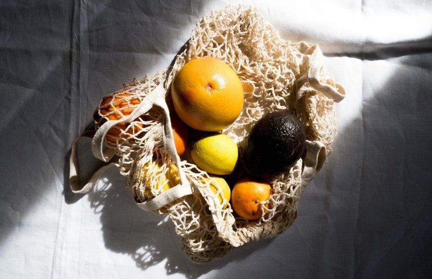 bolsa con frutas