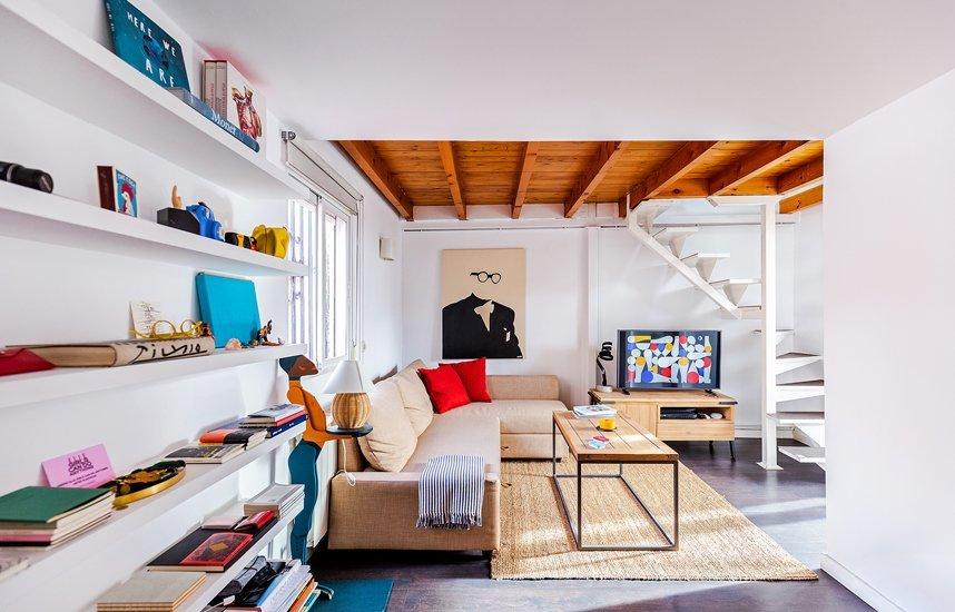 piso con libros